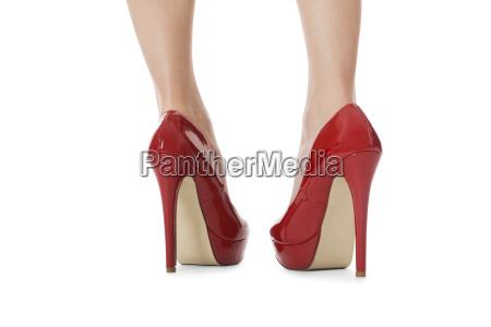 attraente gambe femminili con tacchi a