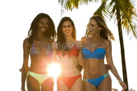 donna donne estate tre bikini retroilluminato