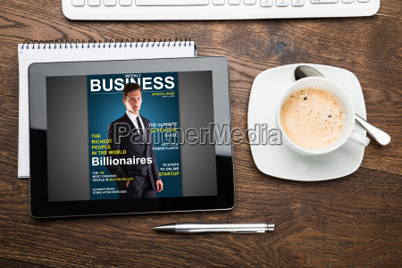 tablet digitale che mostra la copertina