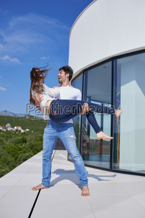 felice giovane coppia romantica divertirsi arelax