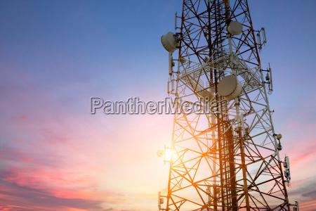 parabola satellitare rete di telecomunicazioni al
