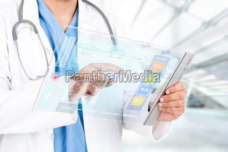 dottore medico ospedale futuristico tecnologia medicina