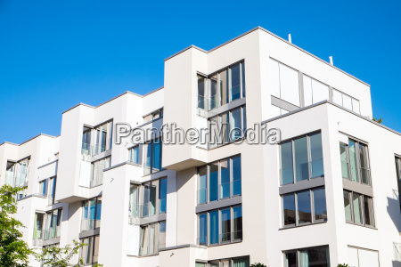 complesso residenziale moderno bianco a berlino