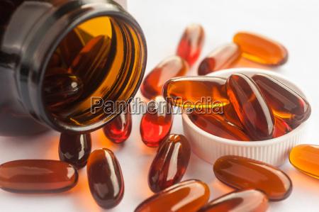 la vitamina fuoriuscita da una bottiglia