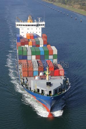 nave container sul canale del baltico