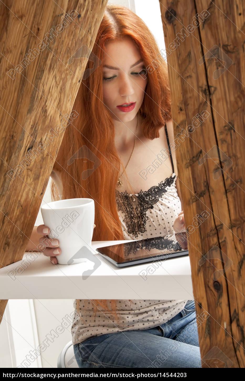 attraente, giovane, donna, con, lunghi, capelli - 14544203