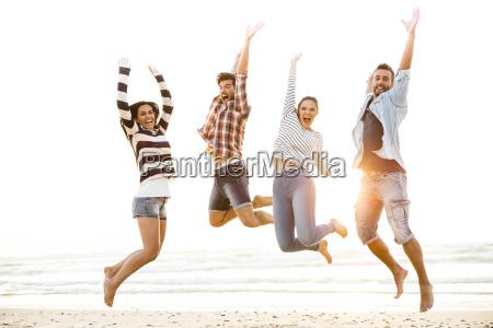 freunde springen