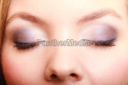 primo piano di bei occhi femminili