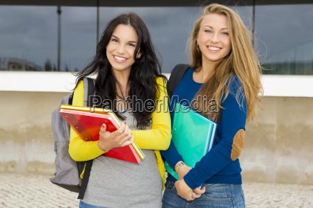 studenti bello e felice