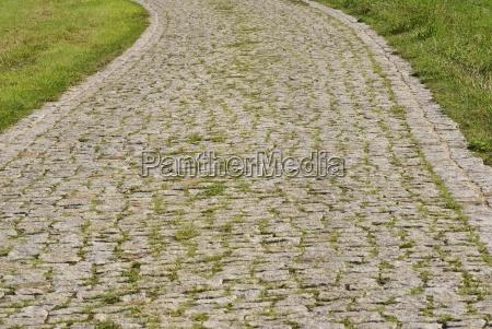 andare pietra sasso curva pietroso piegare