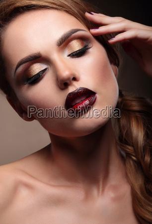 closeup ritratto di bella modella giovane