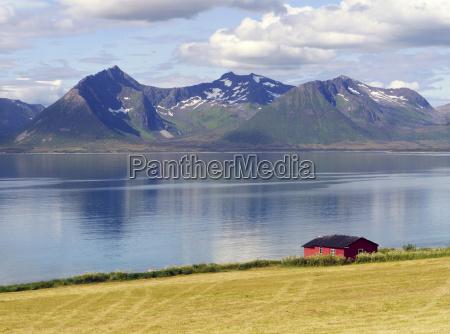 casa in legno fiordo norvegia del
