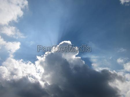 il cielo e blu e il