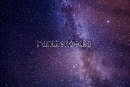 cielo stellato con innumerevoli stelle