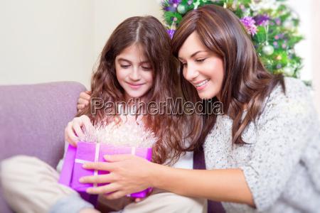 apra il regalo di natale