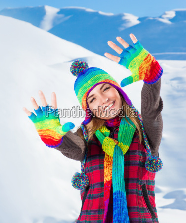 gesto montagne inverno cappello sciarpa guanti