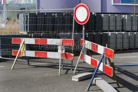 segnale stradale chiuso