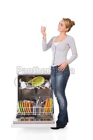 donna domestico in piedi cibo pasto