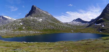 norvegia lago di montagna