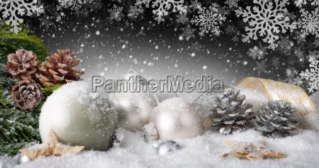 decorazione elegante di natale con neve
