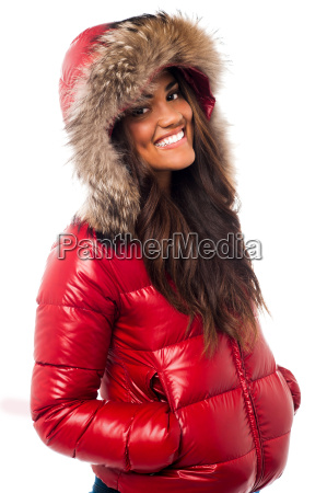 donna allegra in giacca con cappuccio
