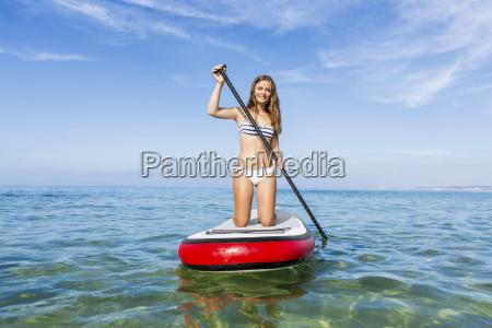 donna lavagna pannello pagaia bikini su
