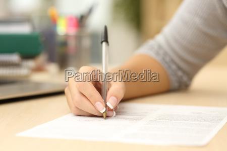 donna invece iscritto o firma a