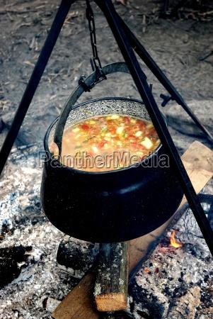 calderone di ferro con verdure