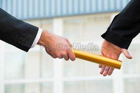 affare affari lavoro professione staffetta passare