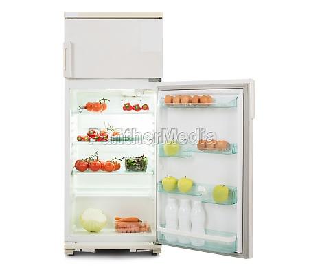 apra il frigorifero in pieno di