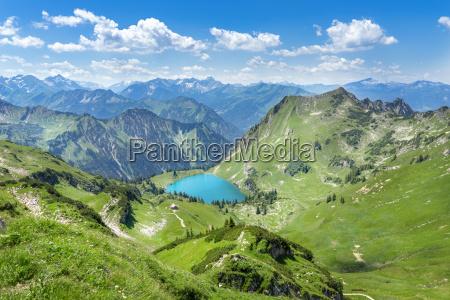 seealpsee nelle montagne delle alpi dellalgovia