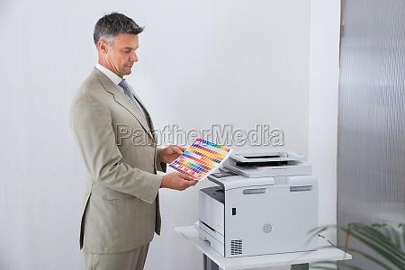 ufficio guardare osservare cartuccia stampante tipografo