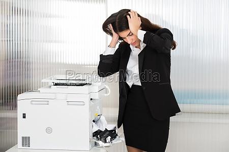 ufficio scanner infastidito stampante irritato bloccato