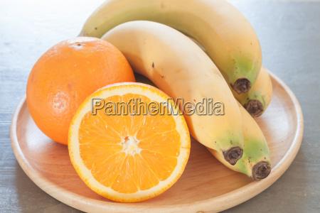 frutta sana con arance e banane