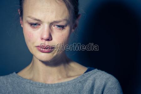 giovane donna che soffre di depressione