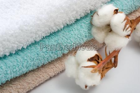 pila di asciugamani da bagno con