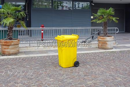 plastica contenitore container pattumiera contenitori giallo