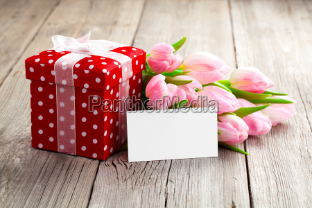 bellissimi tulipani con red tupffengienkarton felice