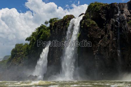 cascate di iguazu viste dal fiume