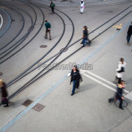 concetto di traffico urbano strada