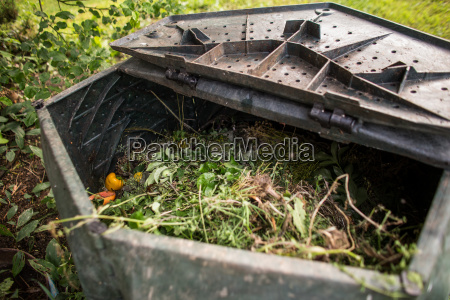 giardino farmaco plastica riciclo organico decomposizione