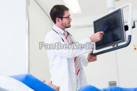 dottore medico laureato donna persone popolare