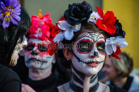 donne imbellettate a carnevale
