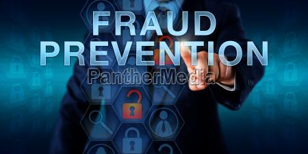 crimine legge elaborazione proteggere informazioni dati