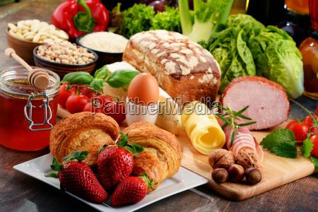 composizione con varieta di prodotti alimentari