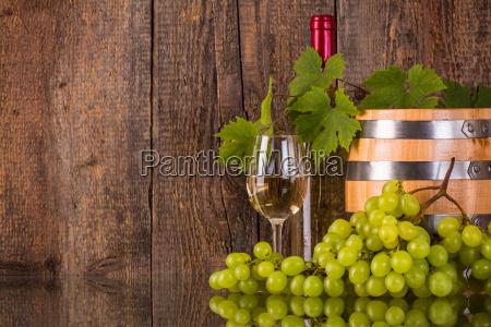 bicchiere, di, vino, con, una, bottiglia - 16352775