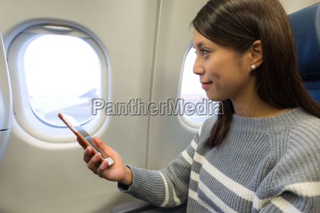 woman use of the cellphone at
