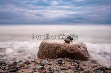 pietre sulla costa del mar baltico