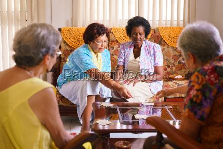 donna donne gioco giocato giocare nonna