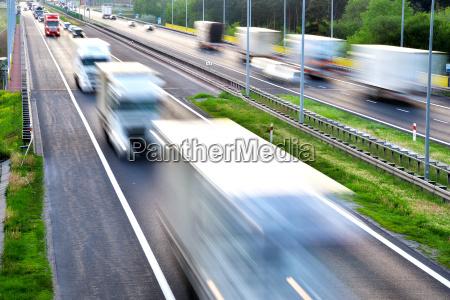 viaggio viaggiare traffico auto veicolo mezzo